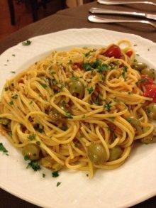 spaghetti with tomatos and olives